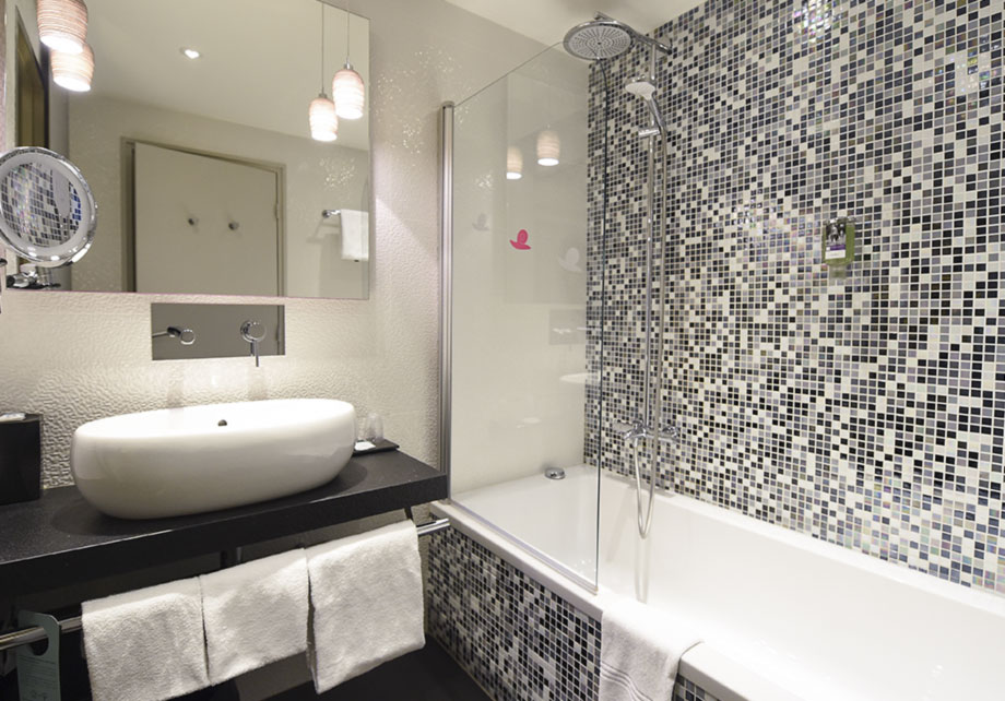 Mercure Dijon Bathroom